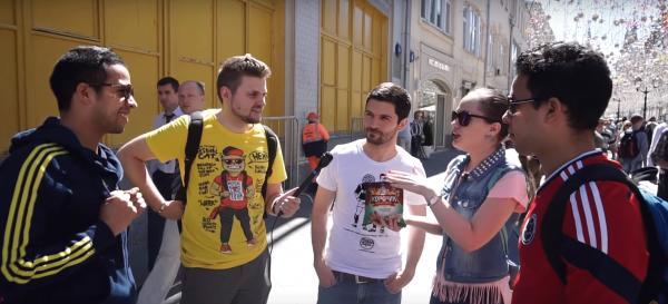 Иностранные болельщики на ЧМ-2018 попробовали кефир, соленые огурцы и холодец с хреном