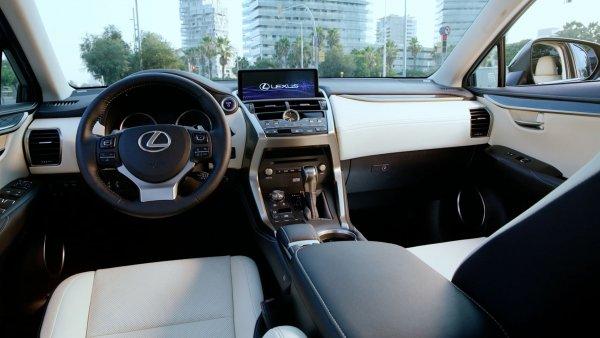 В России подорожал премиальный кроссовер Lexus NX