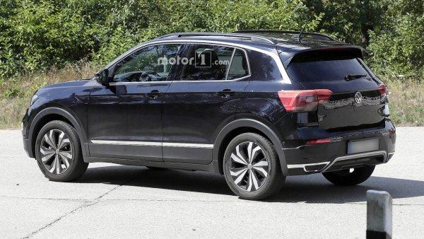 Новый кроссовер Volkswagen T-Cross засняли без камуфляжа