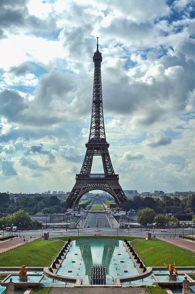 Во Франции ввели штраф за непристойное поведение по отношению к женщинам