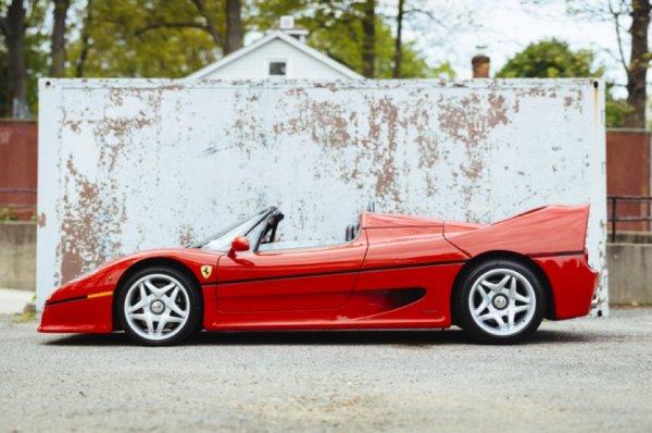 С молотка пустят первый экземпляр Ferrari F50