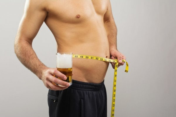 Ученые: «Пивной животик» может стать причиной слабоумия