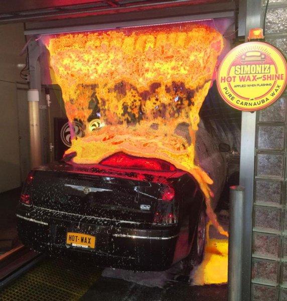 Американец помыл машину «раскаленной лавой» и шокировал сеть