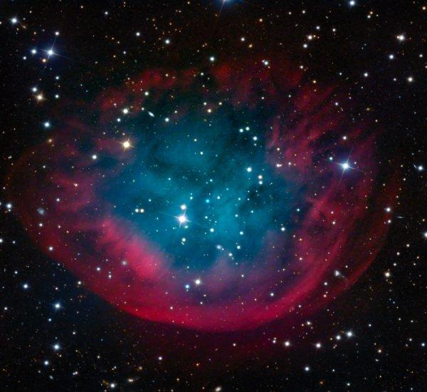 Ученых озадачила «вывернутая на изнанку» планетарная туманность