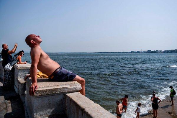 Российские туристы не отказываются от отдыха в Португалии из-за лесных пожаров