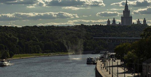 Над Москвой-рекой очевидцы наблюдали смерч