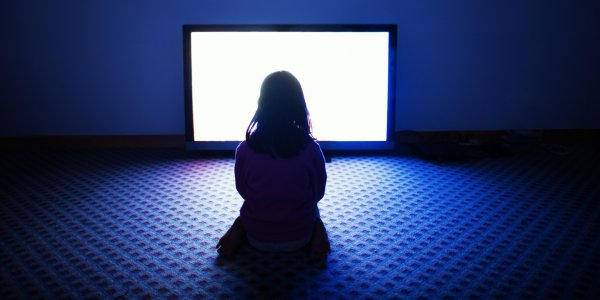Ученые: Синий цвет экранов разрушает сетчатку глаза