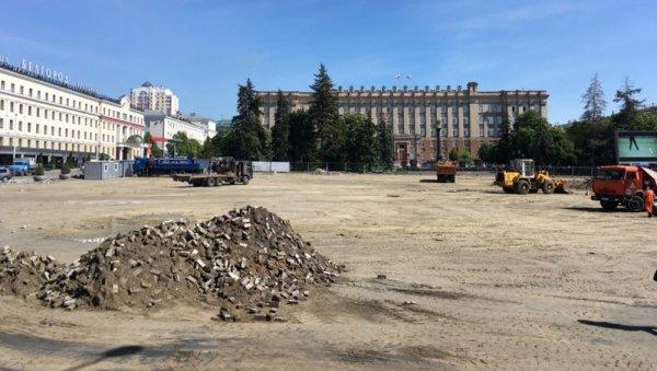 «Обули Белгород, как лохов»: Блоггер Камикадзе Ди обвинил власти в недобросовестном ремонте Соборной площади