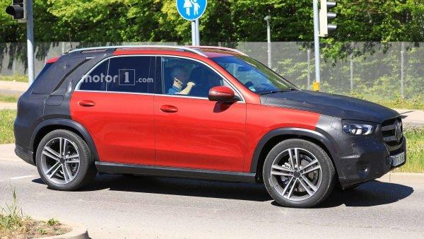 В сеть попали первые «живые» фото салона кроссовера Mercedes-Benz GLE 2019