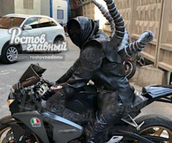 В Ростове замечен инопланетный мотоциклист