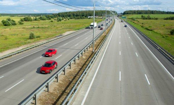Наглые препятствия на трассе М4 «Дон»: Очевидцы пожаловались на провоцирующие пробки гонки
