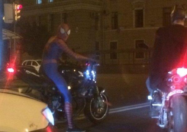 Человек-паук и Бэтмен стали байкерами в Воронеже