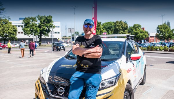 Путешественник проехал 16 000 км на Nissan Leaf