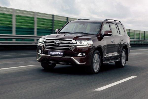 Внедорожник Toyota Land Cruiser подорожал на 33 000 - 65 000 рублей