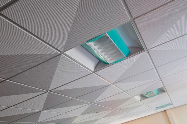 Потолок «Армстронг»: особенности и где он применяется