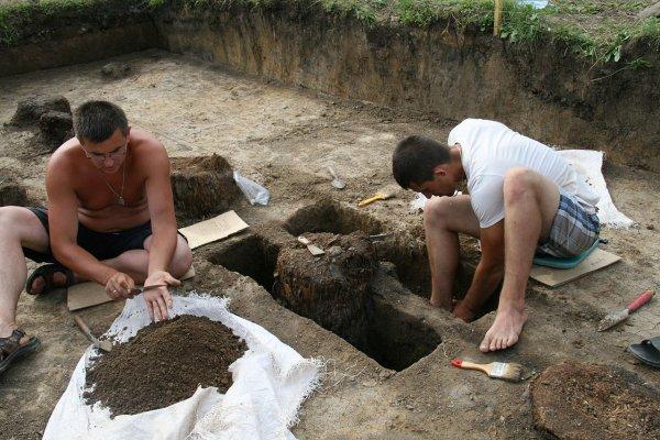 Средневековую усадьбу кочевников раскопали на территории Азова