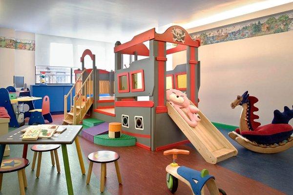 Минтруд: В офисах стоит создать детские комнаты