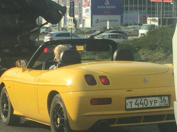 Блондинку за рулём «почти Ferrari» заметили в Воронеже