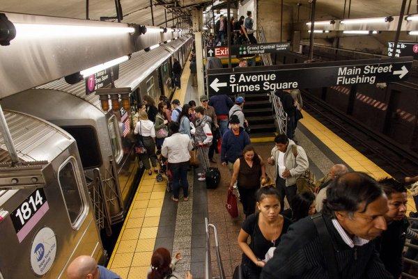 Инопланетяне в метро: В Нью-Йорке уфологи обнаружили ДНК пришельцев