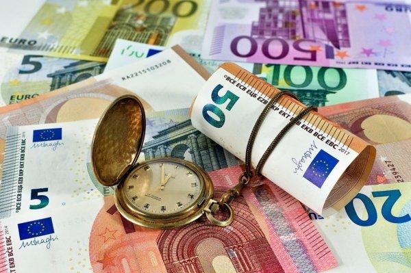 Официальный курс евро поднялся почти на пять рублей