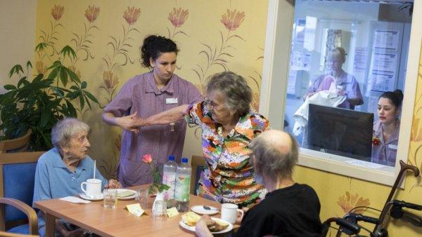 Пенсионеры Ростова рассказали о нелегких условиях обитания в доме престарелых