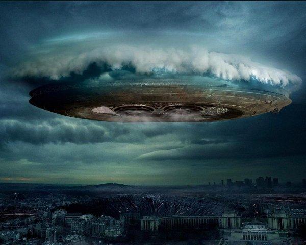 В Москве очевидцы сняли на видео сразу несколько НЛО