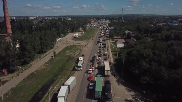 «Фуры еле-еле ползут»: В сети пожаловались на новую пробку под Павловском на М4 «Дон»