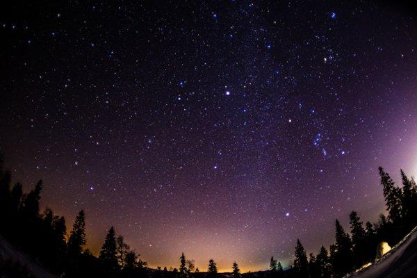 Уфологи: Пришельцы перекрашивают небо ради отравления землян