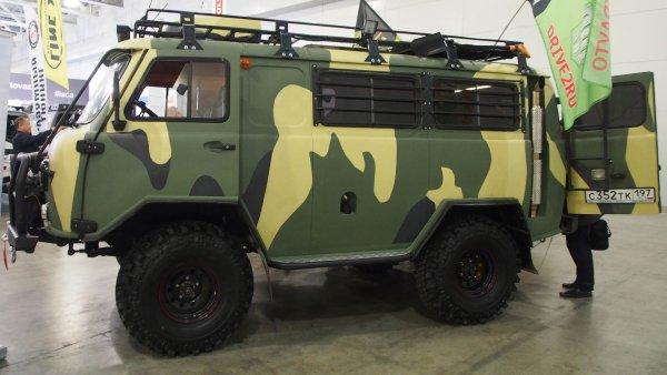 «Ржавчина за миллион»: «Гнилой» УАЗ «Буханка» в автосалоне шокировал блогеров
