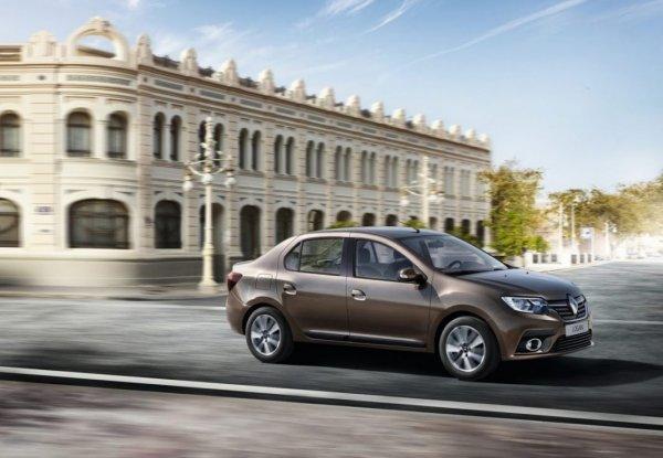 Дешевый пластик и хлипкие воздуховоды: На «косяки» Renault Logan указал блогер