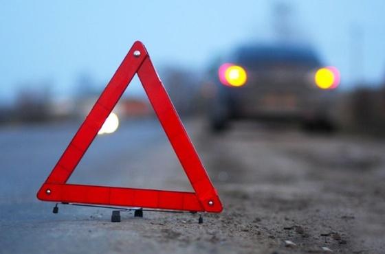 Автомобиль сбил насмерть водителей, оформлявших ДТП на обочине