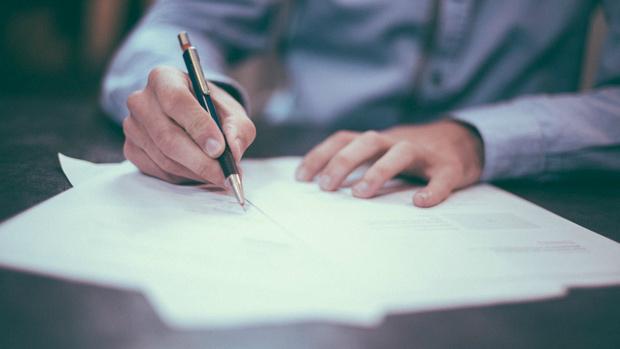 Тюменец, освоивший почерк дедушки, незаконно приобрел машину