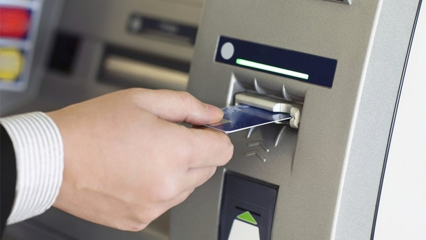 В России могут отменить комиссию за снятие наличных в банкоматах