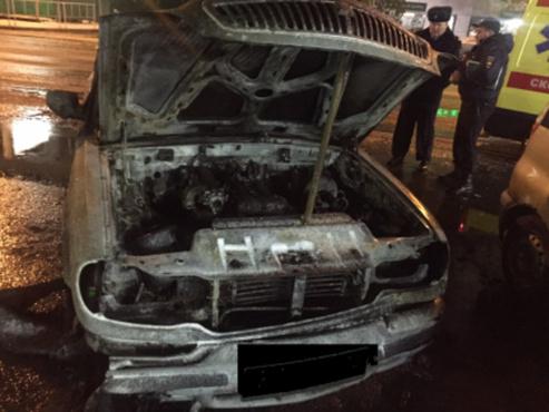 В центре города в своей машине заживо сгорел мужчина