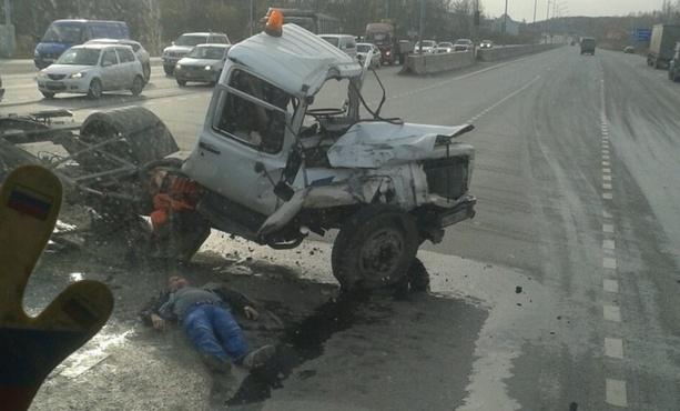 Пострадавший в массовом ДТП в Тюмени госпитализирован с множественными травмами