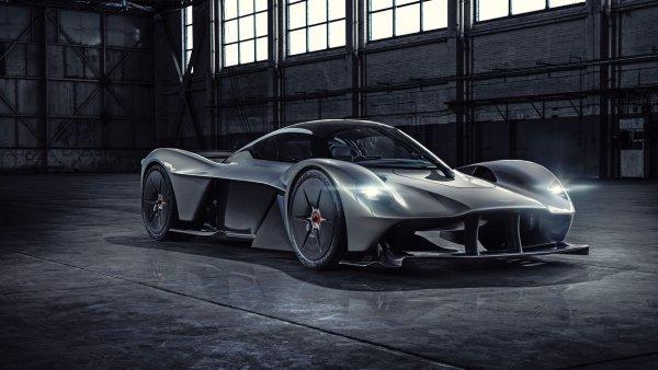 В сеть слили фотографии 1000-сильного гиперкара от Aston Martin