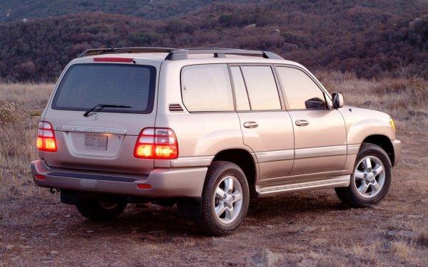 Автомобилисты рассказали, за что любят и ненавидят Toyota Land Cruiser 100