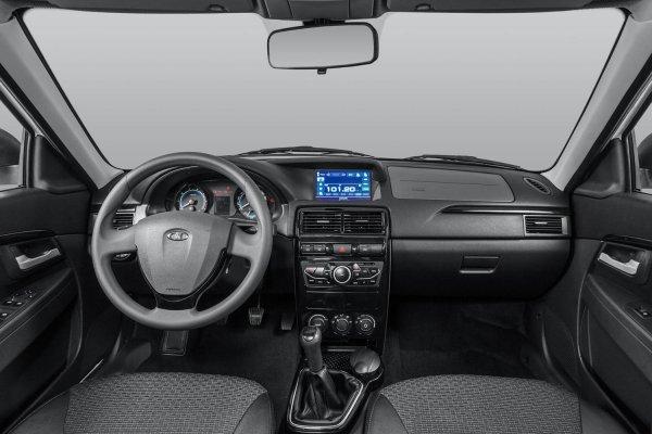 «АвтоВАЗ, держись!»: Блогер назвал главные претензии к LADA Priora
