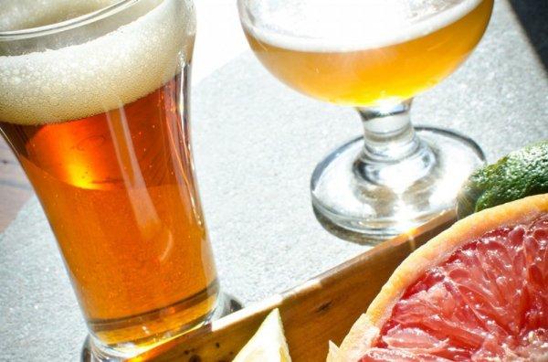 «Лучше пейте пенное»: Ученые рассказали о пользе пива и вреде фруктов