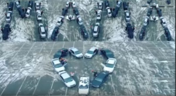 В Ростове водители устроили автофлешмоб в честь Дня матери