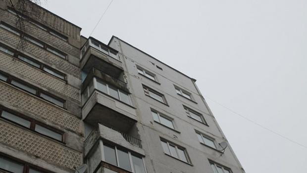 Решил поиграть: тюменец выбросил собаку с высоты десятого этажа
