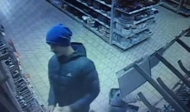 Расстроенный мужчина отрезал себе палец и бросил его в продавца