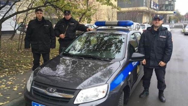 Угонщики пытались увезти машину на эвакуаторе