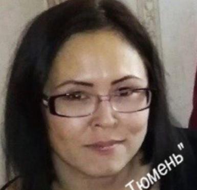 Вышла с работы и пропала: в Тюмени разыскивают девушку в очках