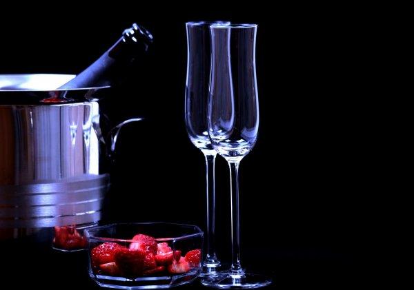 Сексологи: Красное сухое вино полезно для секса
