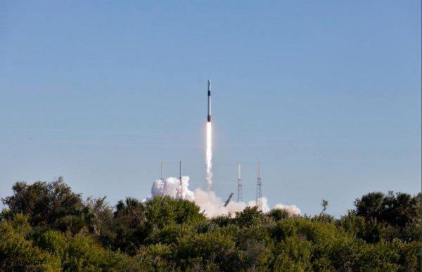 Маск показал на видео падение первой ступени Falcon 9 в океан