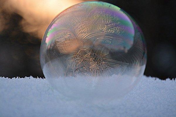 Большой идеально круглый ледяной диск образовался в белорусском водоеме