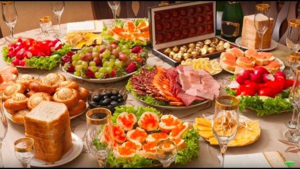 Роспотребнадзор порекомендовал россиянам не проводить всю новогоднюю ночь за столом