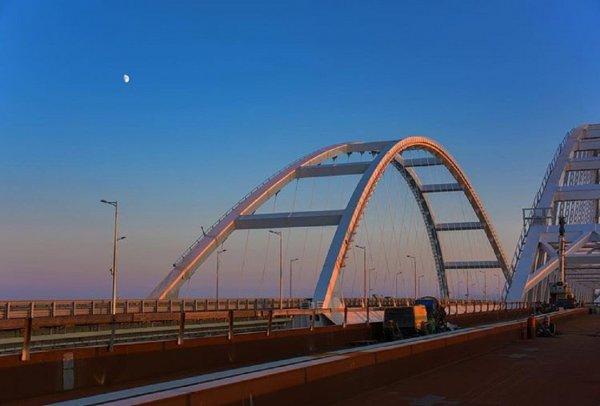 Строители Крымского моста проложили первый километр железной дороги