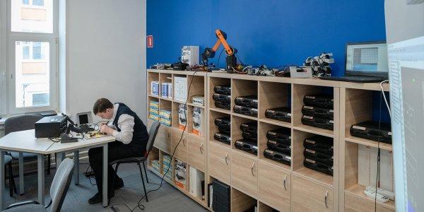 В школах Москвы благодаря Сергею Собянину создадут около 30 ИТ-классов